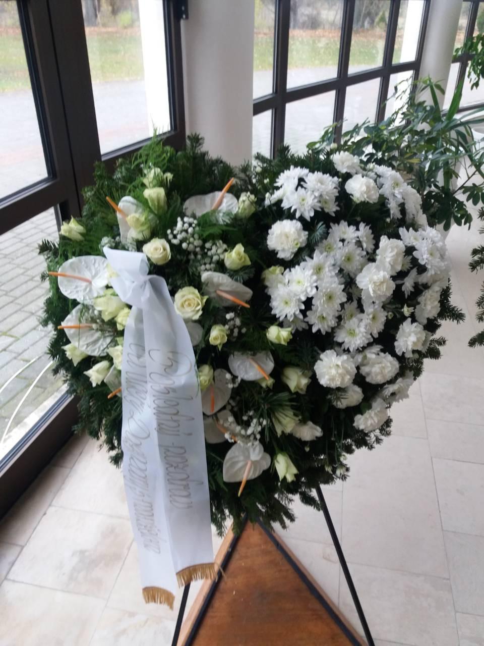 4a02f26a9 Smútočné vence a kvetinová výzdoba | Profesionálne pohrebné služby